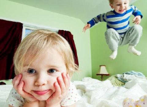 Как уложить спать гиперактивного ребенка?